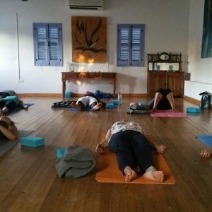 yoga-studio-with-people
